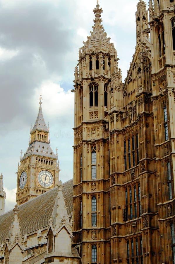 ben το μεγάλο Κοινοβούλιο του Λονδίνου σπιτιών στοκ εικόνες