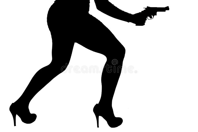 Ben av den farliga kvinnan med handeldvapnet och svartskokonturn royaltyfria bilder