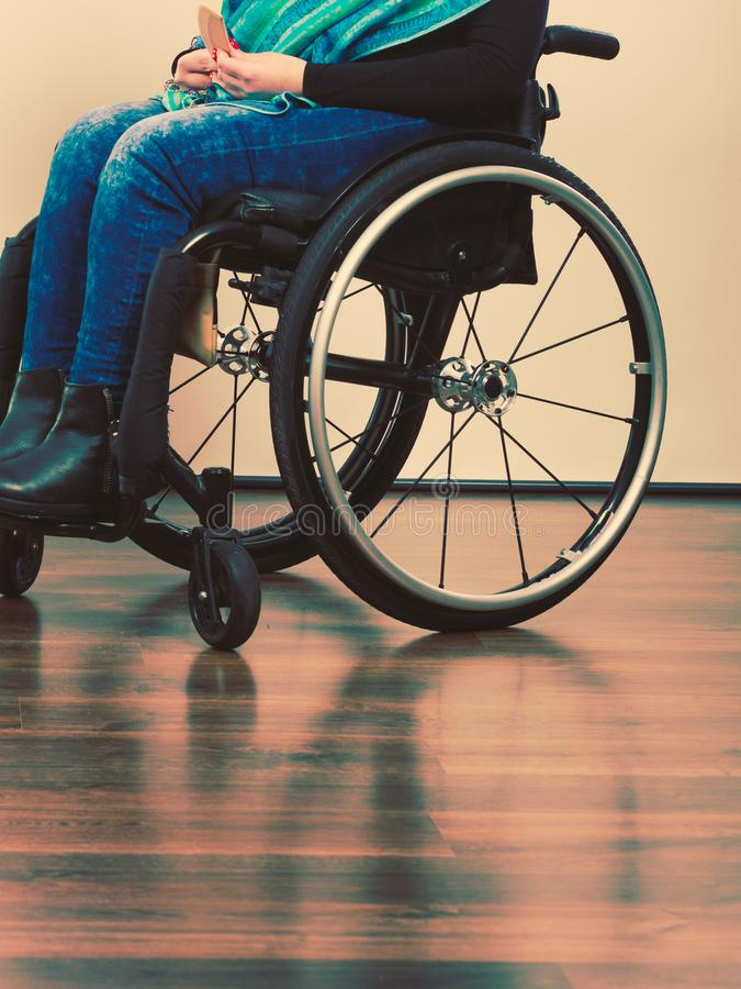 Ben av den rörelsehindrade personen fotografering för bildbyråer