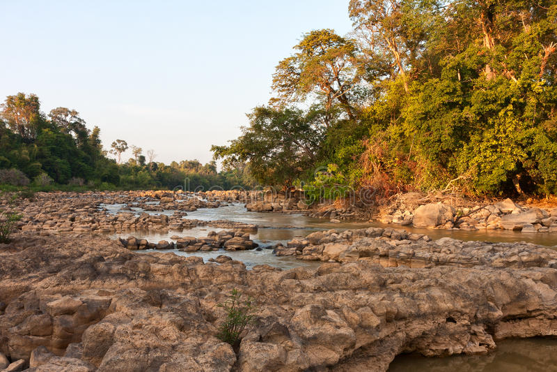 Ben Cu Rapids in Dong Nai River bij zonsondergang royalty-vrije stock fotografie