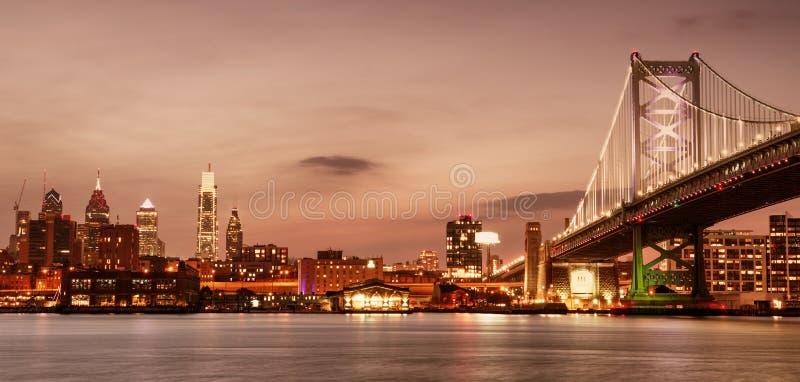 Ben Franklin Bridge à Philadelphie au coucher du soleil, Etats-Unis photographie stock libre de droits