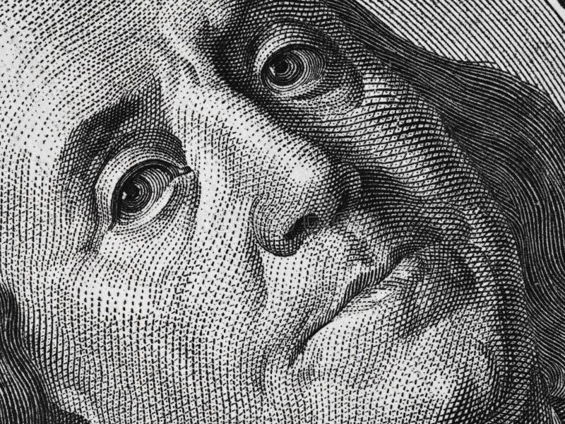 Ben Franklin font face sur nous au macro extrême de billet d'un dollar 100, St uni photos stock