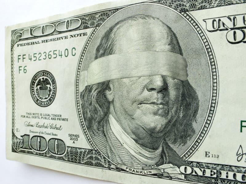 Ben Franklin One Hundred Dollar Bill bandé les yeux illustre l'incertitude économique photos stock