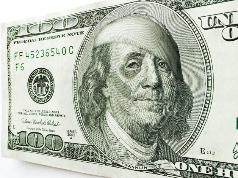 Ben Franklin Wearing Bandages und Pflaster mit blauem Auge auf hundert Dollarschein