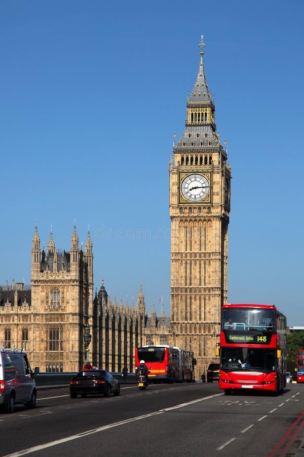 Ben grande com o barramento vermelho em Londres, Reino Unido imagem de stock royalty free