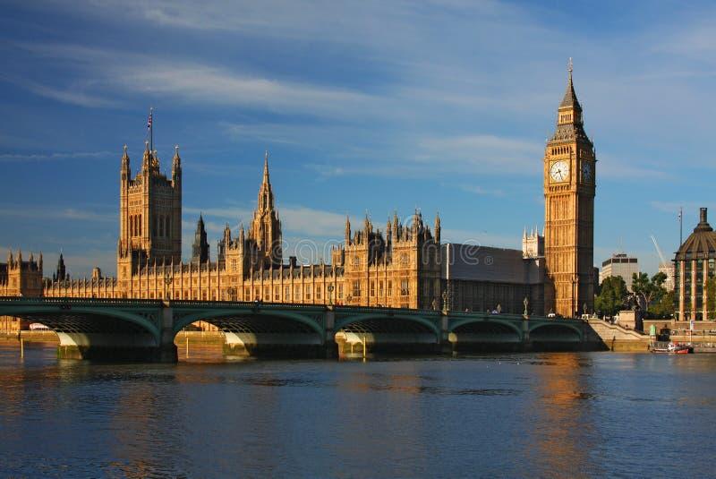 Ben grande e casas do parlamento em Londres fotografia de stock royalty free