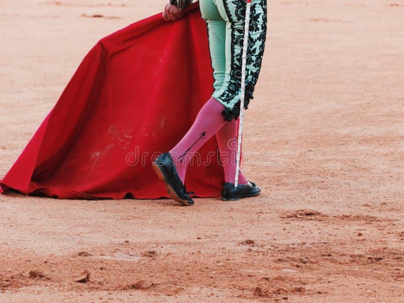 Ben, muleta och svärd av en matador royaltyfri bild