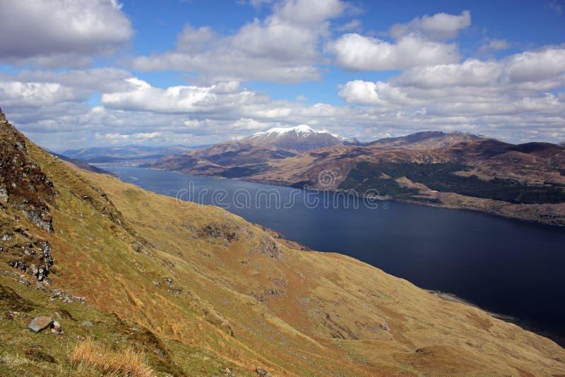 Ben Nevis en Loch Linnhe, Schotland stock foto's