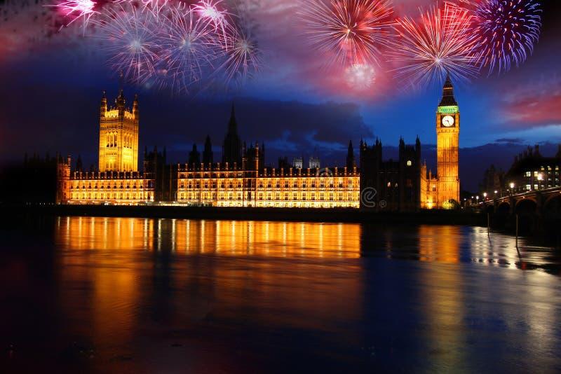 ben nytt år för stort berömfyrverkeri fotografering för bildbyråer