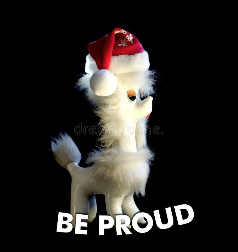 Ben Proude De uitstekende hond met Santa Claus-hoed met tekst Trots is Concept Zwarte achtergrond stock foto's