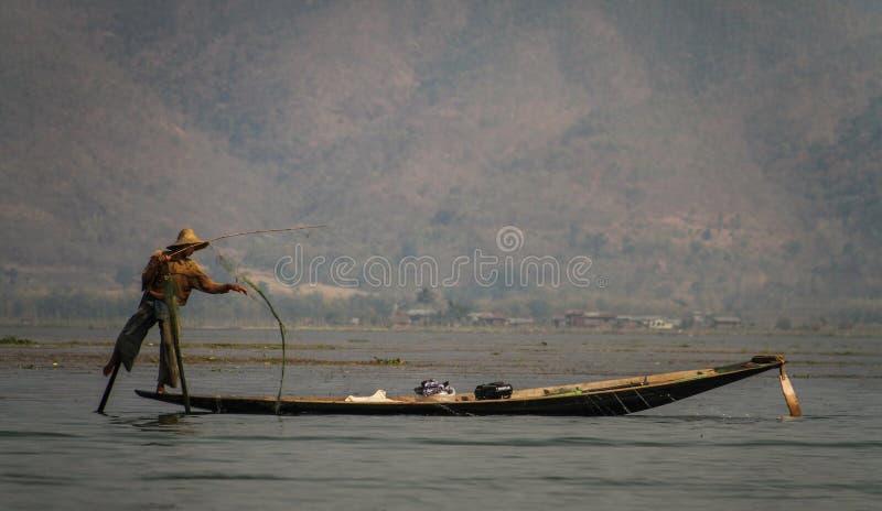 Ben-rodd fiskare, Inle sjö, Shan State, Myanmar arkivfoton