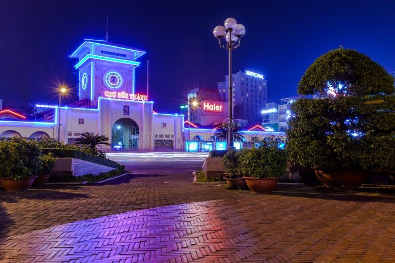 Ben Thanh rynek przy nocą fotografia royalty free