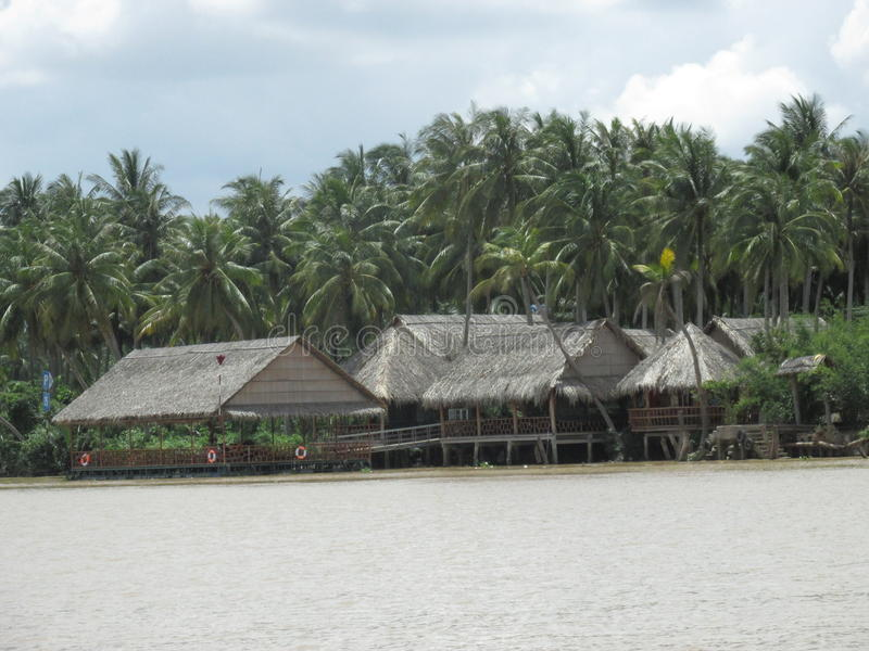 Ben Tre, Βιετνάμ, επιπλέοντα σπίτια στοκ εικόνες