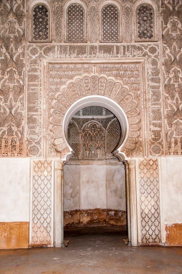 Ben Yussef Medersa dörr royaltyfri fotografi
