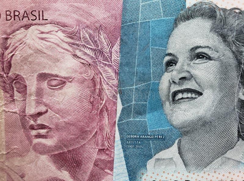 benadering van Braziliaans bankbiljet van tien reais en Columbiaans bankbiljet van 2000 peso's