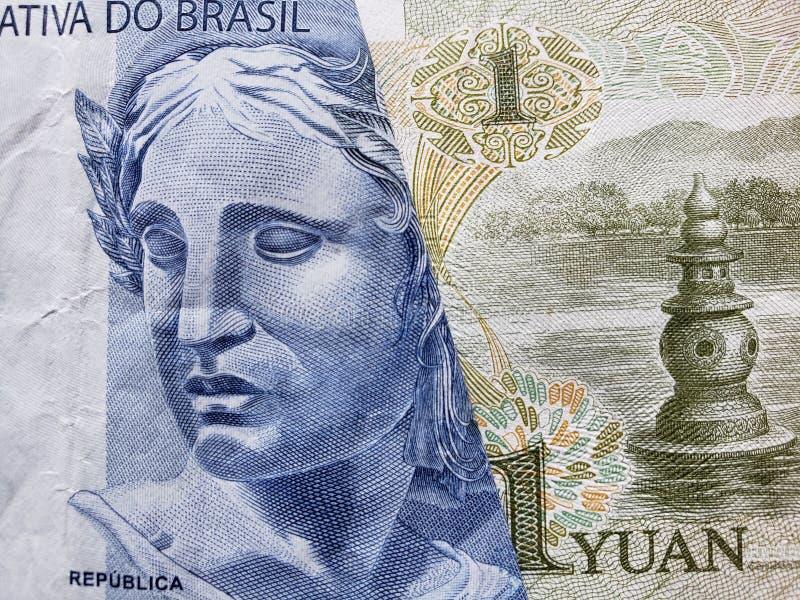 benadering van Braziliaans bankbiljet van twee reais en Chinees bankbiljet van één yuan