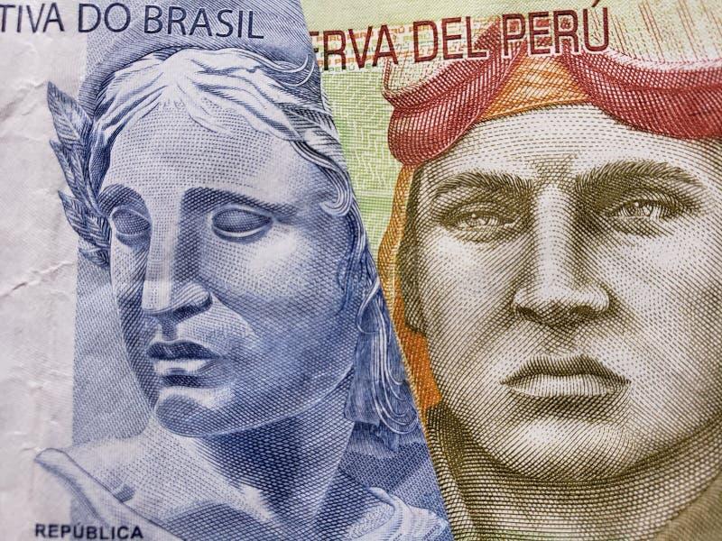 benadering van Braziliaans bankbiljet van twee reais en Peruviaans bankbiljet van tien zolen