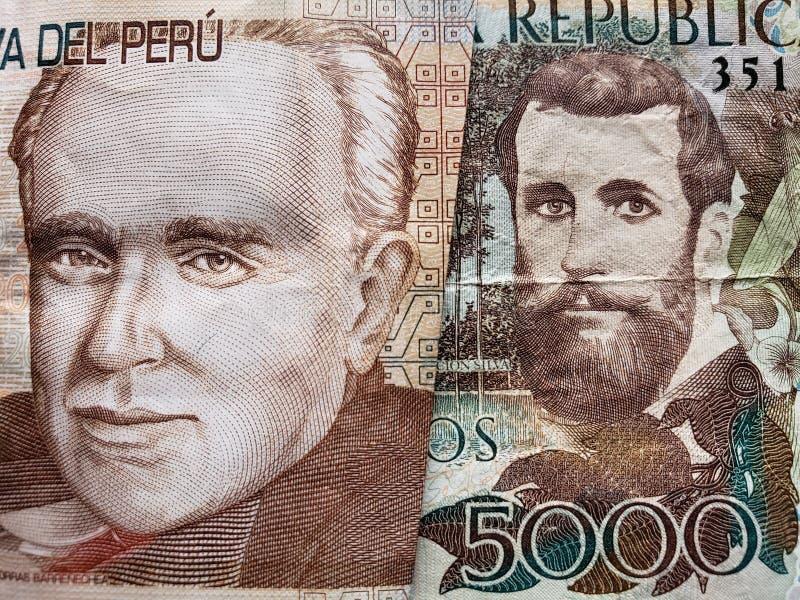 benadering van Peruviaans bankbiljet van twintig zolen en Columbiaans bankbiljet van 5000 peso's