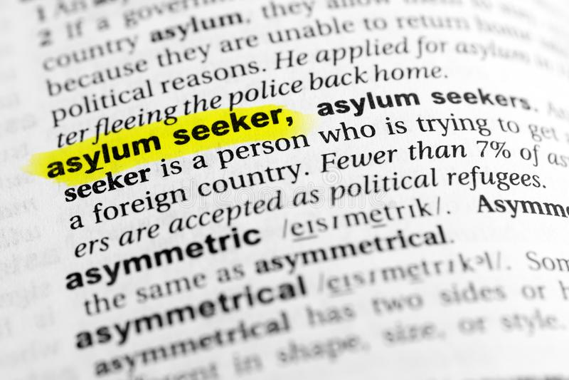 Benadrukte Engelse woord` asielzoeker ` en zijn definitie in het woordenboek royalty-vrije stock foto's