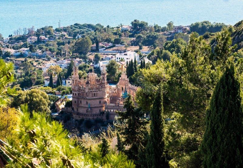 Benalmadena镇的看法和Colomares防御 免版税库存图片
