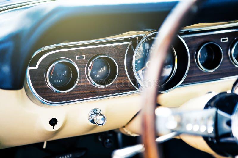 Benalmadena,西班牙- 2015年6月21日:经典Ford Mustang里面看法  图库摄影