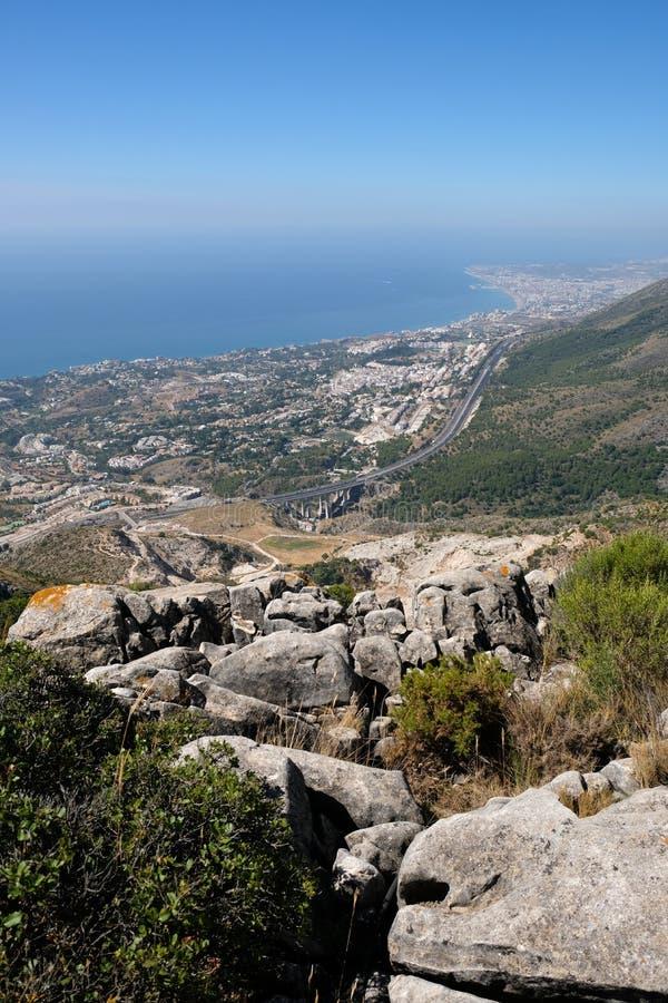 BENALMADENA, ANDALUCIA/SPAIN - 7月7日:从登上Calamorr的看法 库存照片