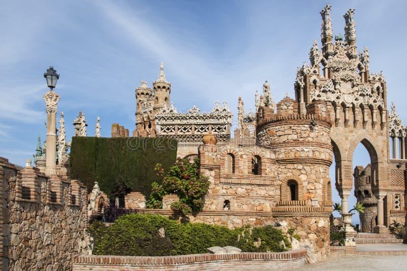 Benalmadena, Андалусия, Испания - 4-ое марта 2019: часть Castillo de Colomares Вид замка сказки, предназначенный к стоковые фотографии rf