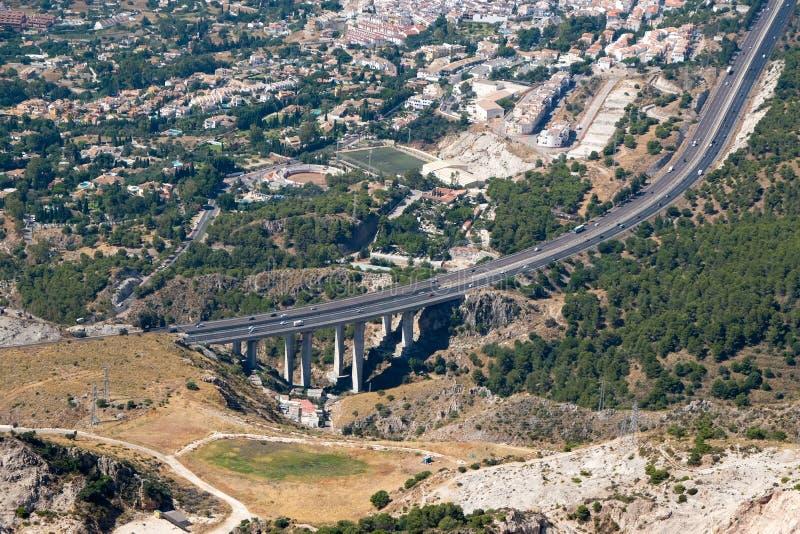 BENALMADENA, ANDALUCIA/SPAIN - 7 DE JULHO: Vista da montagem Calamorr imagem de stock royalty free