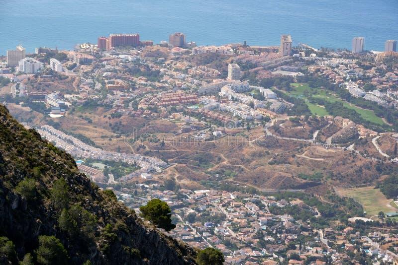 BENALMADENA, ANDALUCIA/SPAIN - 7 DE JULHO: Vista da montagem Calamorr imagem de stock