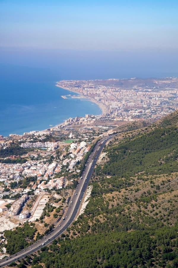 BENALMADENA, ANDALUCIA/SPAIN - 7. JULI: Ansicht vom Berg Calamorr lizenzfreies stockfoto