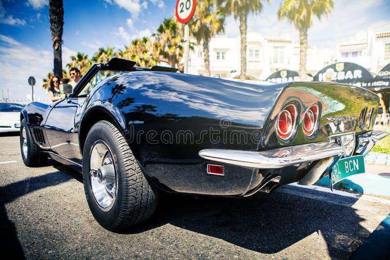 Benalmadena Spanien - Juni 21, 2015: Ett svarta Chevrolet Corvette C3, baksidasikt som parkeras i Benalmadena, Spanien, på Juni 2 royaltyfri fotografi