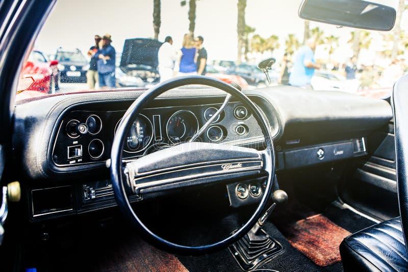 Benalmadena Spanien - Juni 21, 2015: Inre sikt av klassiska Chevrolet Camaro royaltyfri fotografi