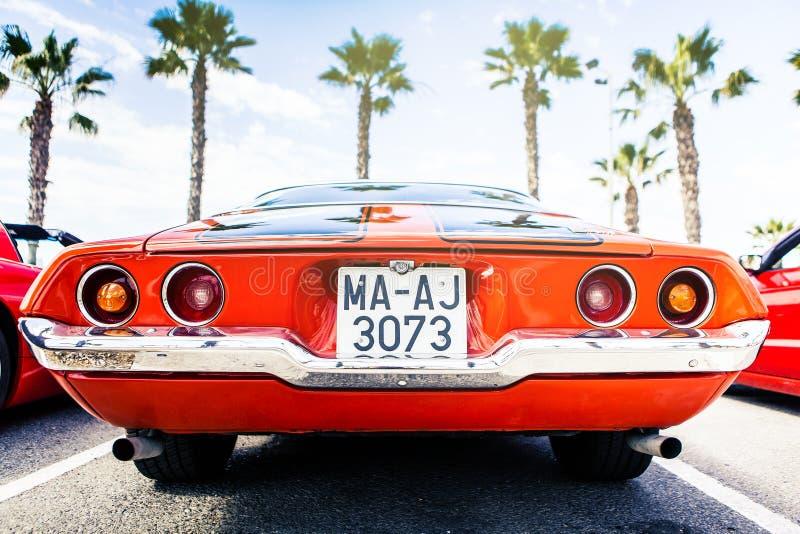 Benalmadena Spanien - Juni 21, 2015: Tillbaka sikt av klassikern Chevrolet Camaro 1972 fotografering för bildbyråer
