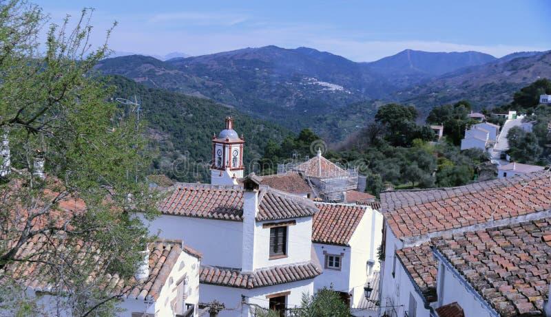 Benarrabas, scene e villaggi bianchi tipici di Andalusia fotografie stock
