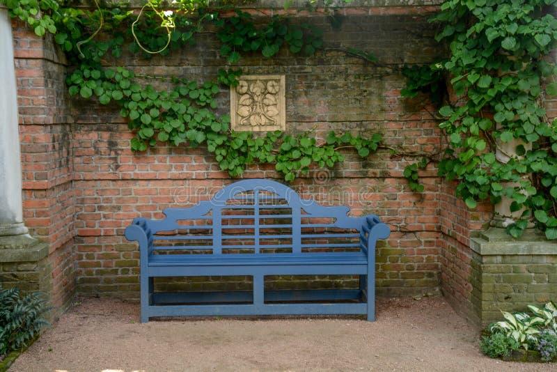 bench bluen royaltyfri fotografi