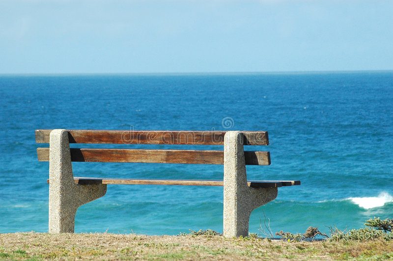 Bench par la mer photo stock