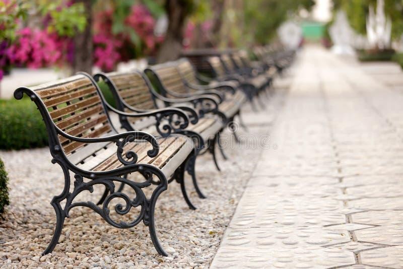 Bench row