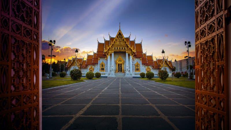 Benchamabophit di Wat, tempio di marmo uno della maggior parte del viaggio popolare immagini stock libere da diritti