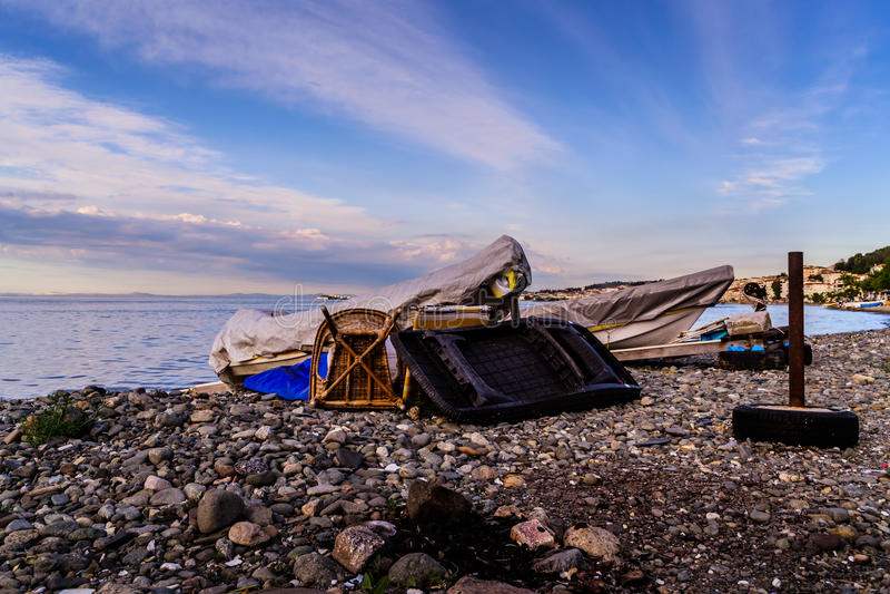 Benched Rowboats рыболова стоковое изображение