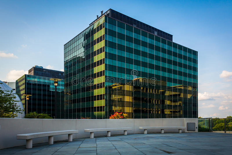 Benches and modern building in Rosslyn, Arlington, Virginia. royalty free stock photo