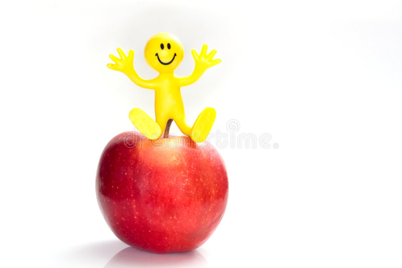 Bendy smileygesichtsabbildung auf einem Apfel lizenzfreie stockbilder