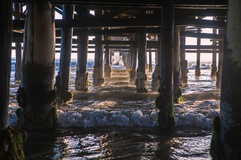 Beneath Crystal pier na Califórnia em San Diego imagens de stock royalty free