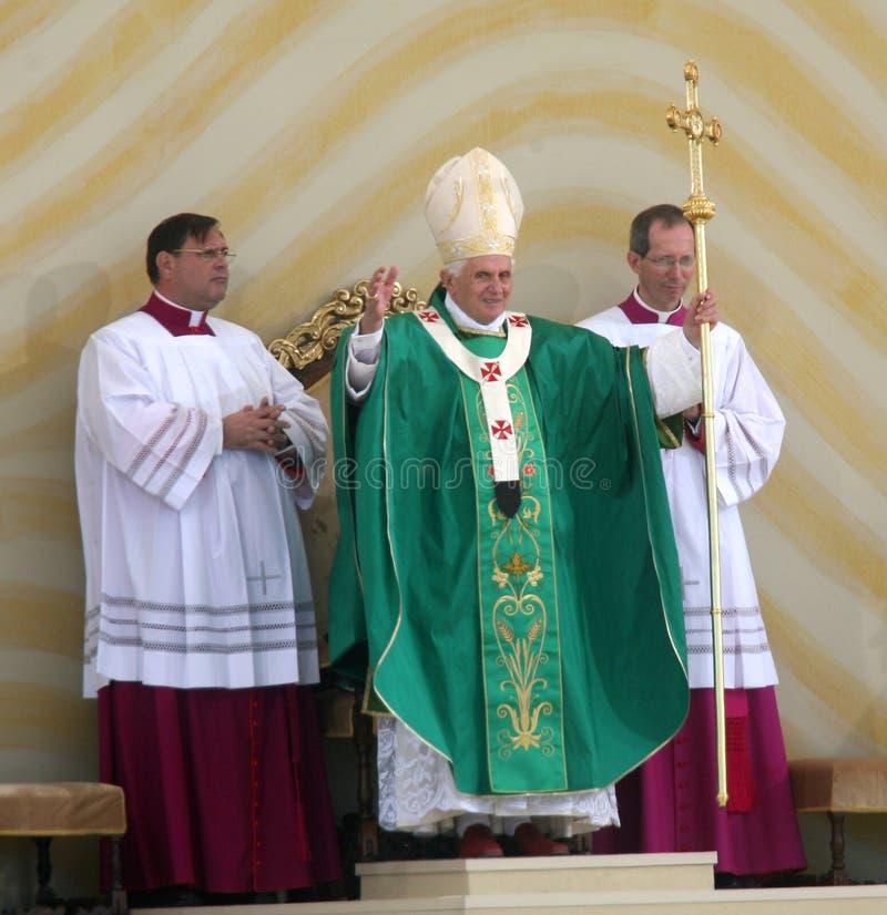 Benedict XVI viert een massa stock foto