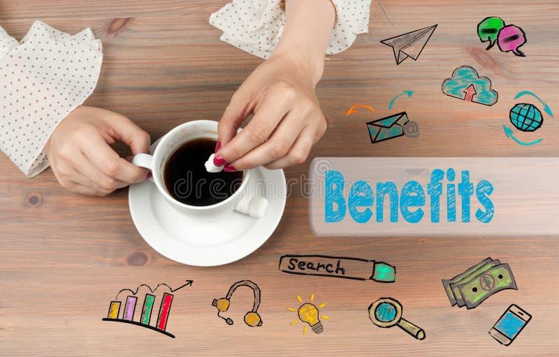 benedictines Взгляд сверху кофейной чашки на backgroundr деревянного стола стоковая фотография