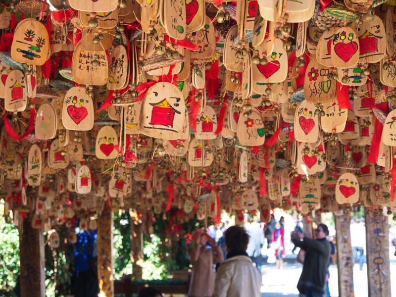 Benedizioni di legno d'attaccatura in Lijiang Città Vecchia L'Unesco Heritag immagine stock libera da diritti