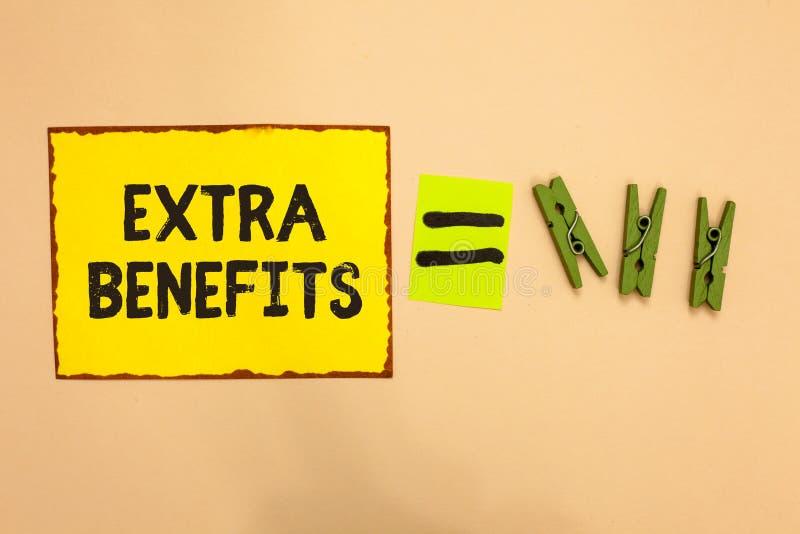 Benefícios extra do texto da escrita da palavra O conceito do negócio para permissões adicionais dos incentivos dos subsídios do  foto de stock royalty free