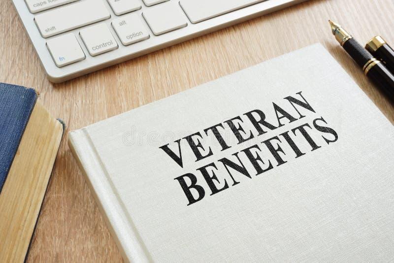 Benefici del veterano su uno scrittorio immagini stock libere da diritti
