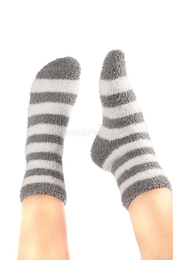 Benen in grappige sokken stock afbeelding