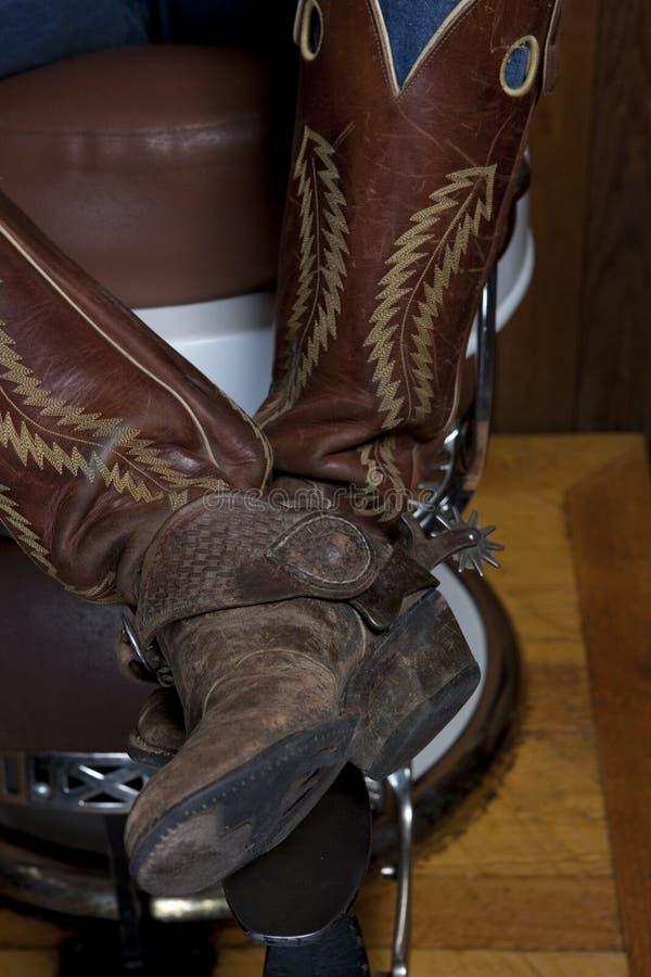 Benen met de Laarzen van de Cowboy als Voorzitter van Schoenpoetsen royalty-vrije stock foto's