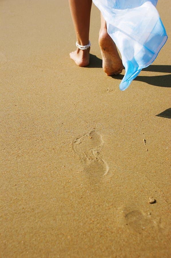 Benen op een strand stock foto